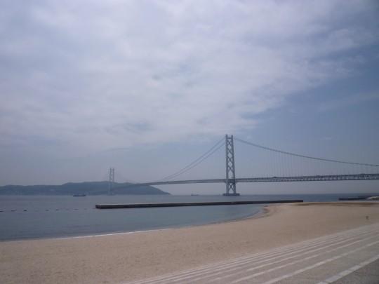 曇の明石海峡大橋